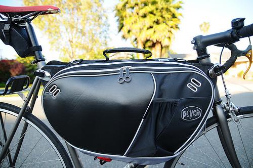 自転車通勤バッグは背負うのも ...